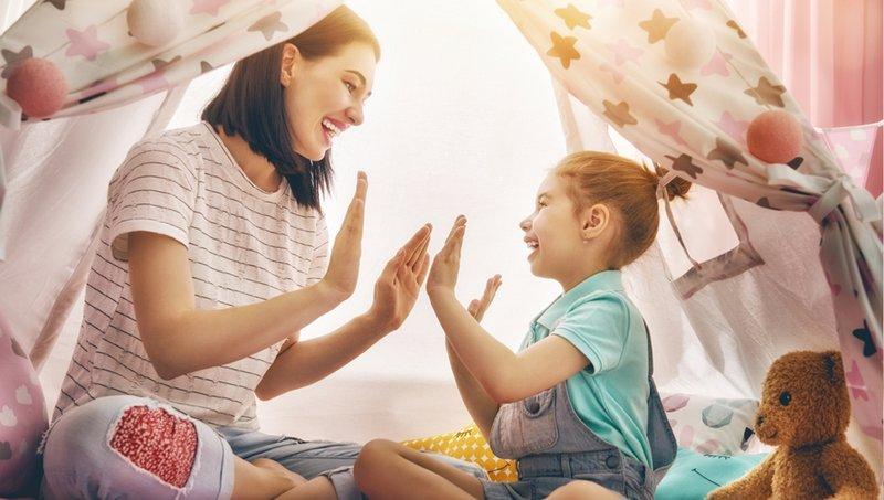 7 Bentuk Komunikasi Nonverbal Yang Bikin Moms Lebih Dekat Dengan Anak 7.jpg