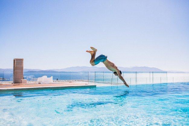Arti mimpi berenang berdasarkan kondisi air