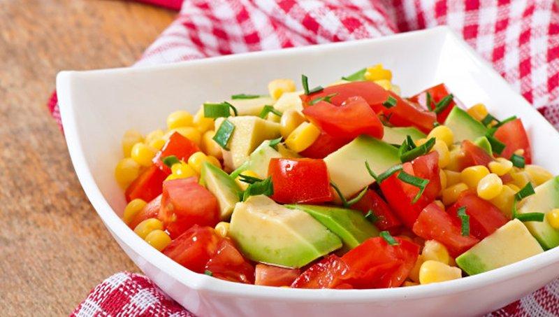 tomat dan avokad merupakan kombinasi makanan sehat untuk anak
