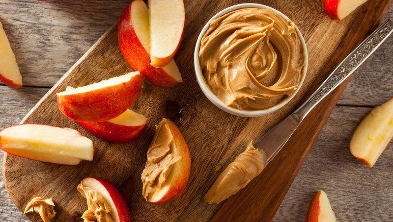 apel dan selai kacang sebagai kombinasi makanan sehat untuk anak