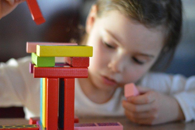 7 Manfaat Mainan Edukasi Puzzle dan Blok Susun Bagi Anak 2.jpg
