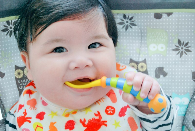 Bagaimana Bayi 4 Bulan Makan