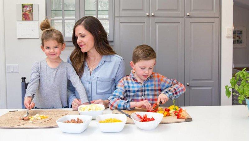 8 ide tugas rumah tangga yang cocok untuk anak sekolah dasar 4
