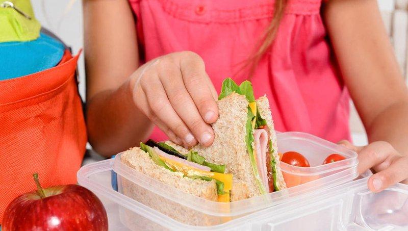 8 ide tugas rumah tangga yang cocok untuk anak sekolah dasar 3