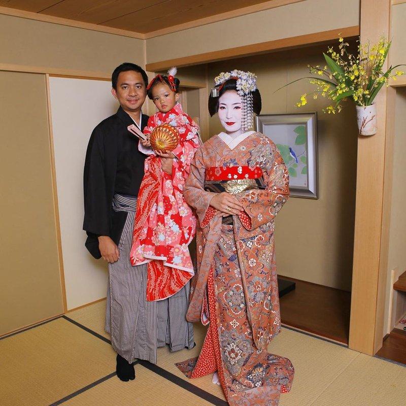 potret Ayu Dewi dan suami-6