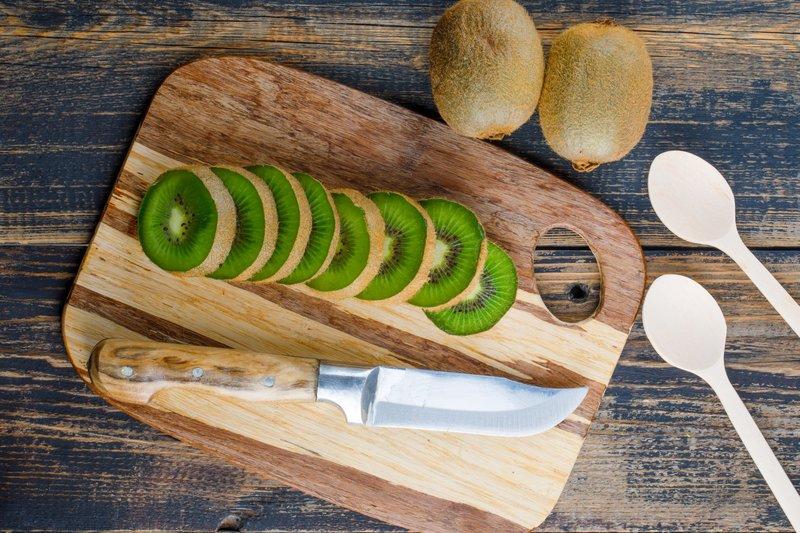 Buah kiwi yang banyak nutrisi mampu mengurangi tanda penuaan pada kulit
