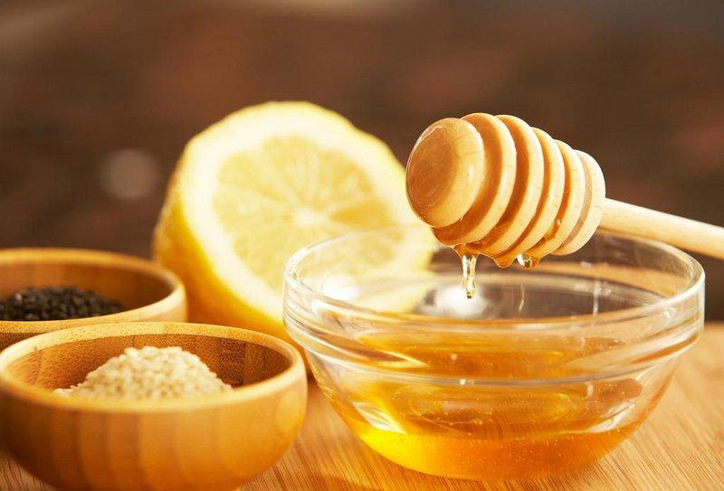 9 pemanis alami yang aman untuk persiapan kehamilan 01 bahan pemanis alami madu asli [sumber flicker.com]