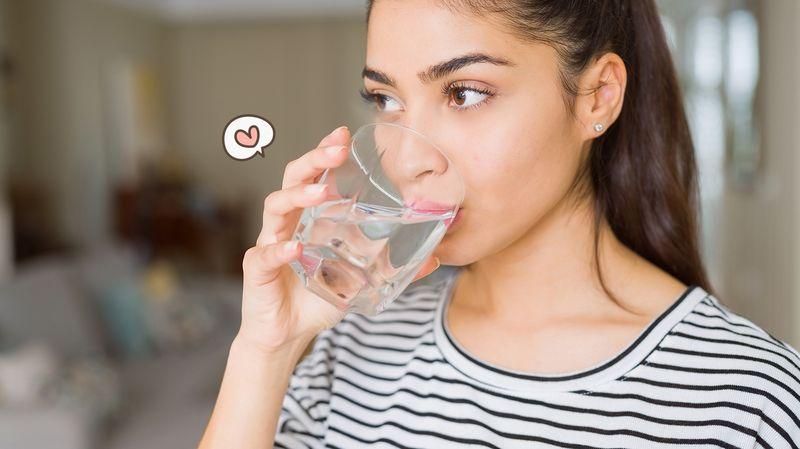 8 Manfaat Minum Air Putih Bagi Kesehatan