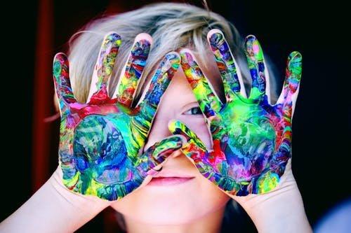 Anak Ikut Kursus Seni, Ini Manfaat yang Akan Didapat