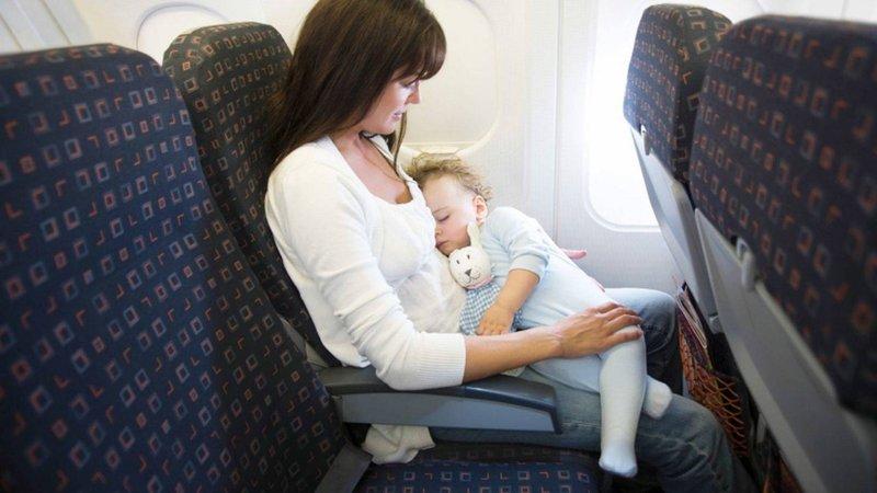 Apa yang Harus Dilakukan Saat Bayi Menangis di Pesawat -2.jpg