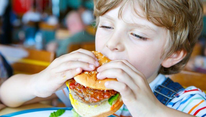 Awas, 5 Hal Ini Bisa Mengganggu Kesehatan Pencernaan Anak 3.jpg