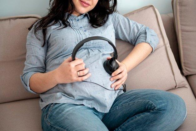 Milestone Kemampuan Mendengar dan Komunikasi Bayi 6-12 Bulan