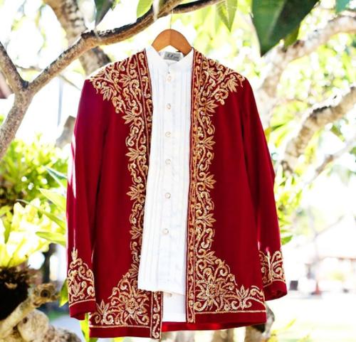 Baju Cele Laki-laki yang Jadi Pakaian Adat Maluku (instagram.com a.ncollection).PNG