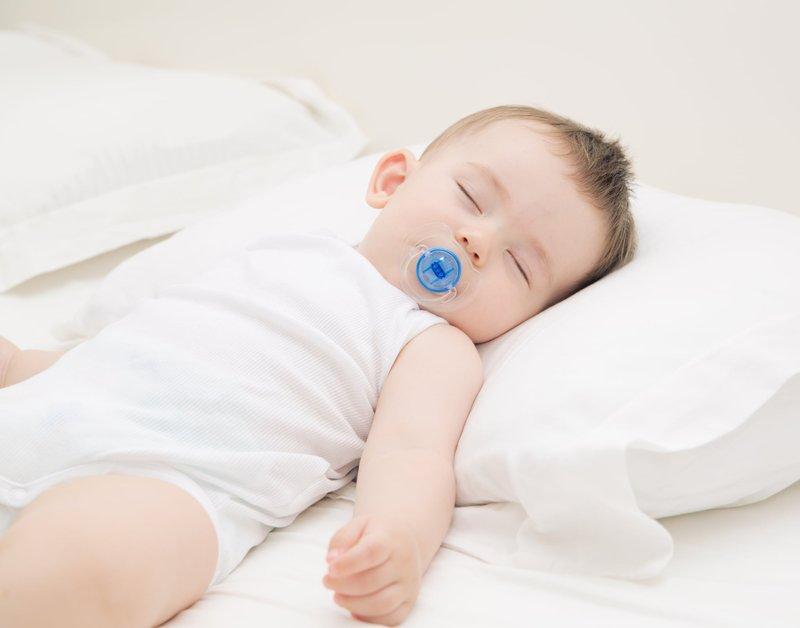Bantal Biasa, Bantal Peyang, Tanpa Bantal; Mana Jenis Bantal Bayi yang Terbaik 02.jpg