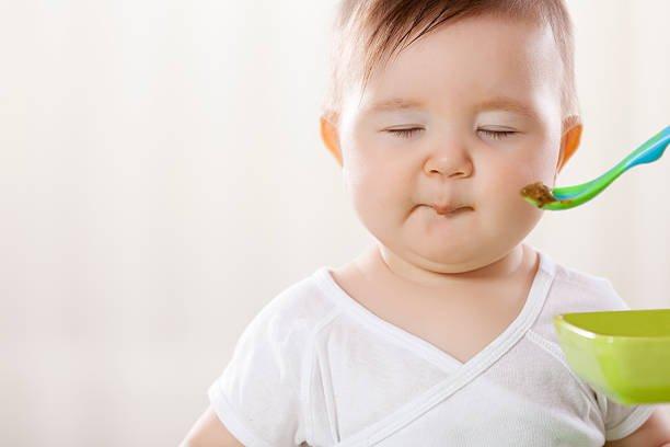 Bayi Menolak Makan Pakai Sendok Ini Yang Harus Moms Lakukan -4.jpg