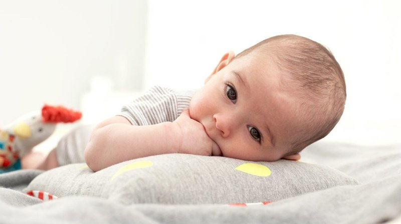 Bayi Sering Mengemut Tangan, Bahayakah-2.jpg
