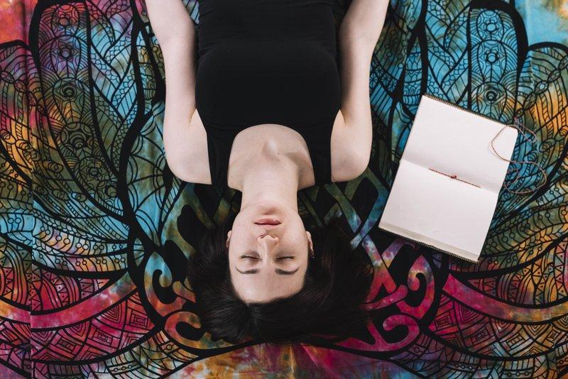 Begini Cara Mengatasi Depresi Tanpa Obat 05 meditasi freepik com.jpg