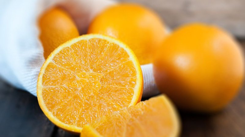 makan buah dengan vitamin c