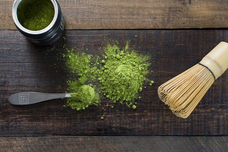 teh hijau sebagai cara mengatasi rambut rontok pada pria