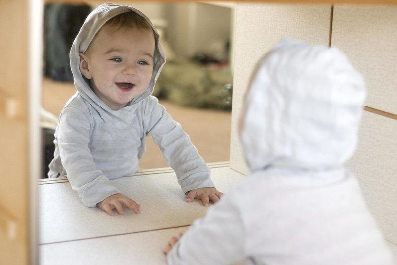 Bermain dengan Cermin Bagus Untuk Tumbuh-Kembang Bayi 2.jpg