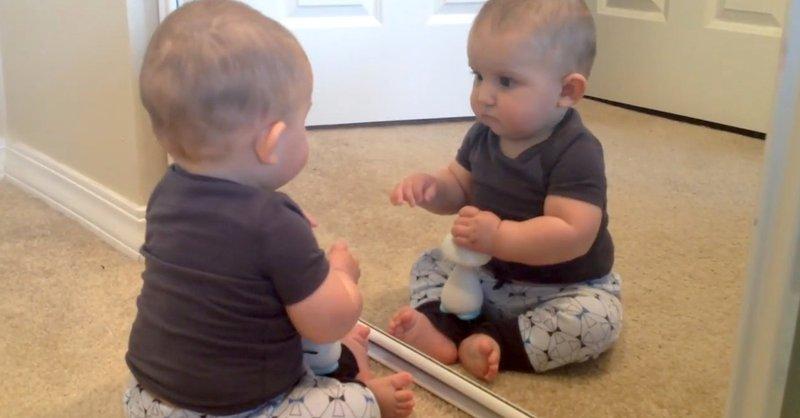Bermain dengan Cermin Bagus Untuk Tumbuh-Kembang Bayi 4.jpg