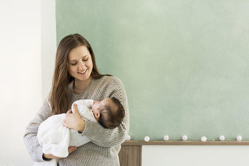 stimulasi perkembangan bayi 4 bulan