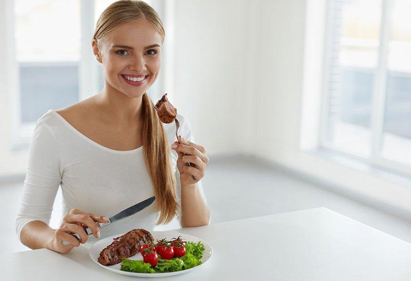 hindari makan terlalu cepat