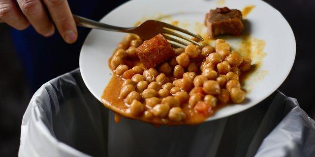 Buang Makanan Terbuka atau Makanan Sisa