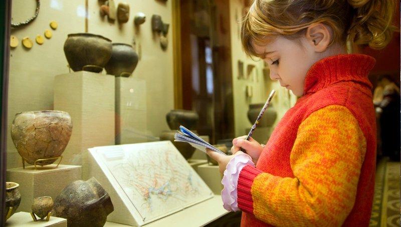 Bukan Cuma Edukatif, Ini 3 Manfaat Penting Mengajak Anak Ke Museum 2.jpg