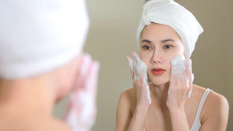 5 Cara Mengatasi Jerawat Membandel Di Telinga