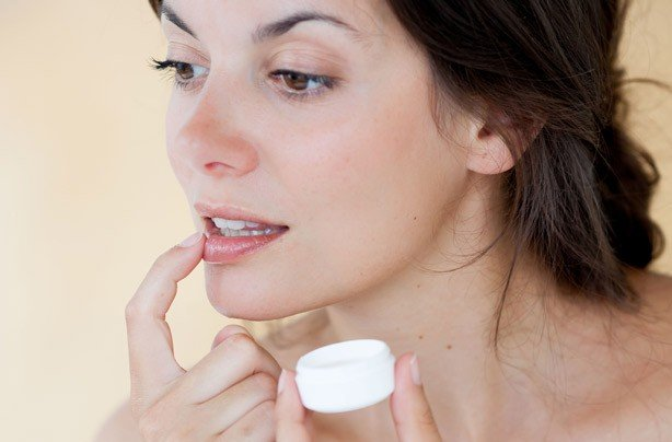 Cara Memakai Minyak Zaitun Pada Wajah Sebelum Tidur - lip gloss.jpg