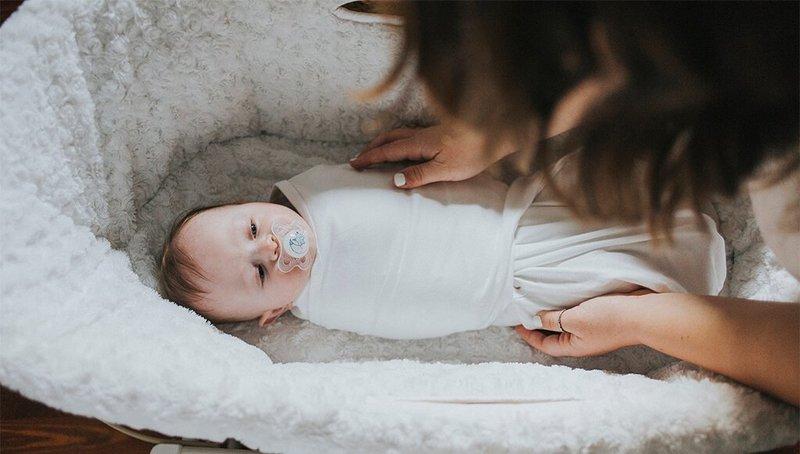 Cara Membangunkan Bayi Tidur Seharian Untuk Menyusui.jpg