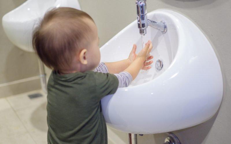 Cara Menjaga Kebersihan Anak saat Latihan Stimulasi Motorik-2.jpg