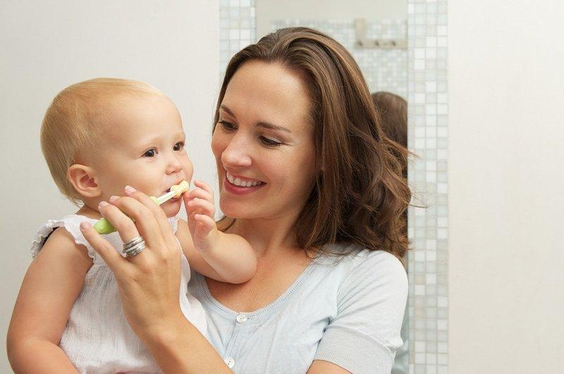 Cara Merawat Bayi Tumbuh Gigi dan Mulut Bayi.jpg
