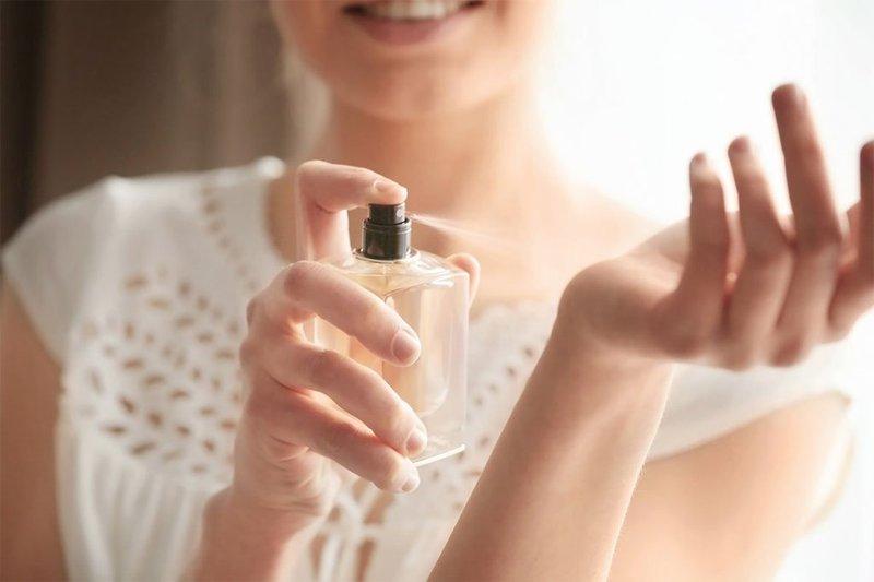 Cara Tepat Memakai Parfum agar Tahan Lama-2.jpg