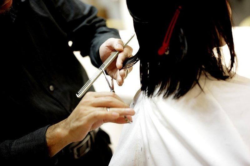 cara cepat memanjangkan rambut - potong ujung rambut