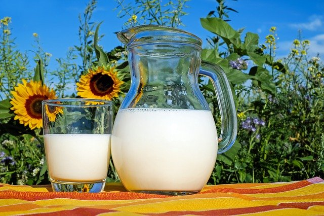 Cara menghilangkan komedo - baking soda dan susu.jpg