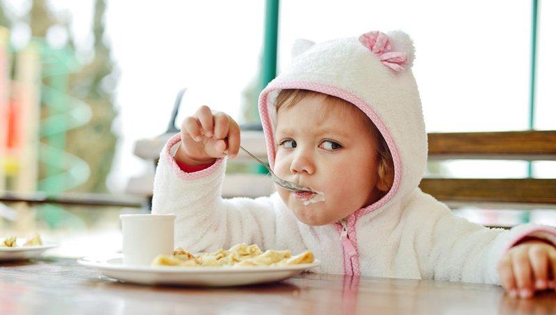 Cegah Balita Keracunan Makanan Saat Traveling Dengan 5 Cara Ini 4.jpg
