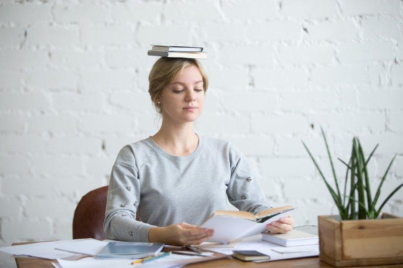 mencegah payudara kendur dengan melatih postur tubuh yang baik