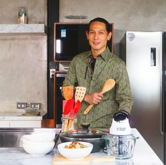 Chef Juna dan Profilnya.png