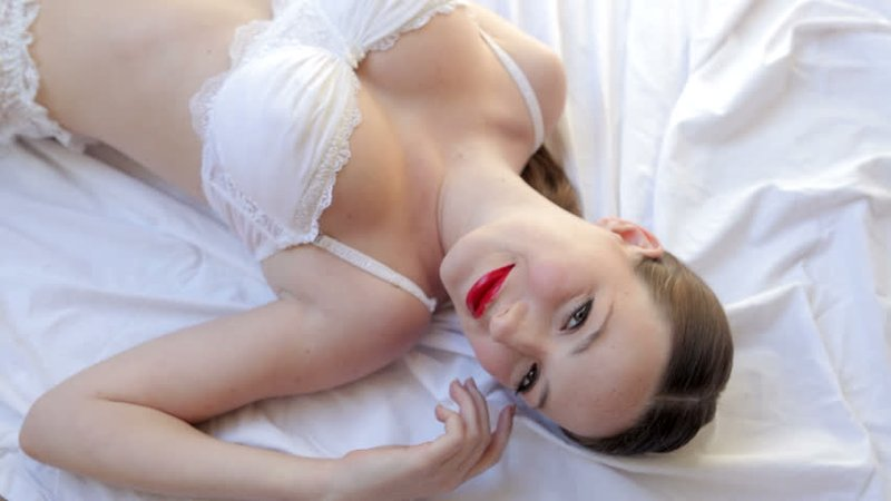 Coba Rangsang 3 Titik Sensitif Wanita Ini untuk Hubungan Seks yang Greget! 02.jpg