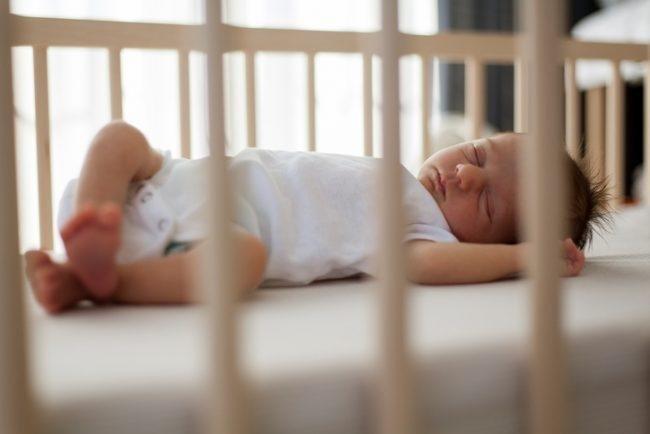 bayi tidur nyenyak di siang hari