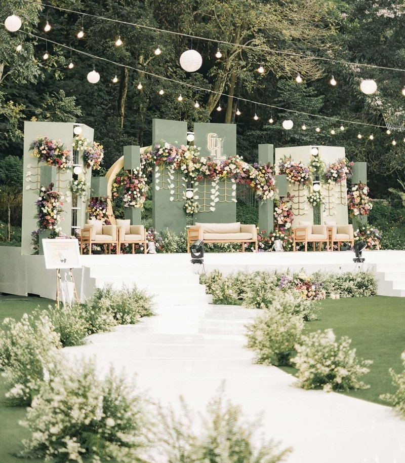 Dekorasi Pernikahan Modern Bertema Secret Garden