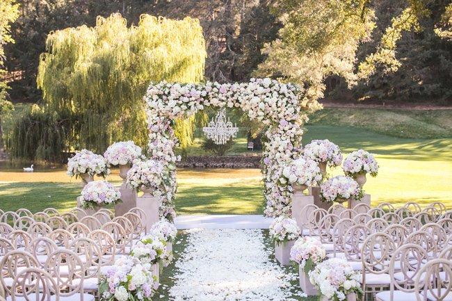 Dekorasi Pernikahan Outdoor Bunga.jpg