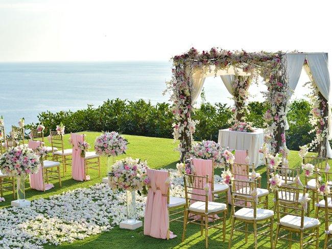 Dekorasi Pernikahan Outdoor Pantai.jpg