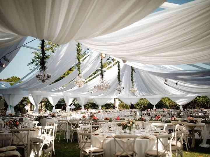 Dekorasi Pernikahan Outdoor Tenda.jpg