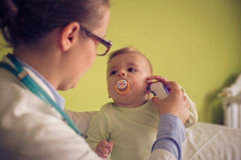 Demam, Perhatikan Usia Bayi Sebelum Memberinya Obat Penurun Panas 1.jpg