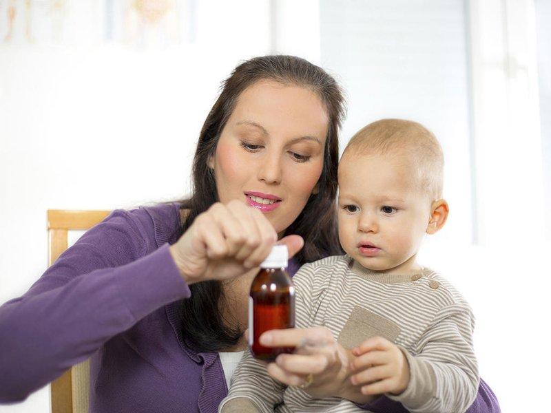 Demam, Perhatikan Usia Bayi Sebelum Memberinya Obat Penurun Panas 4.jpg