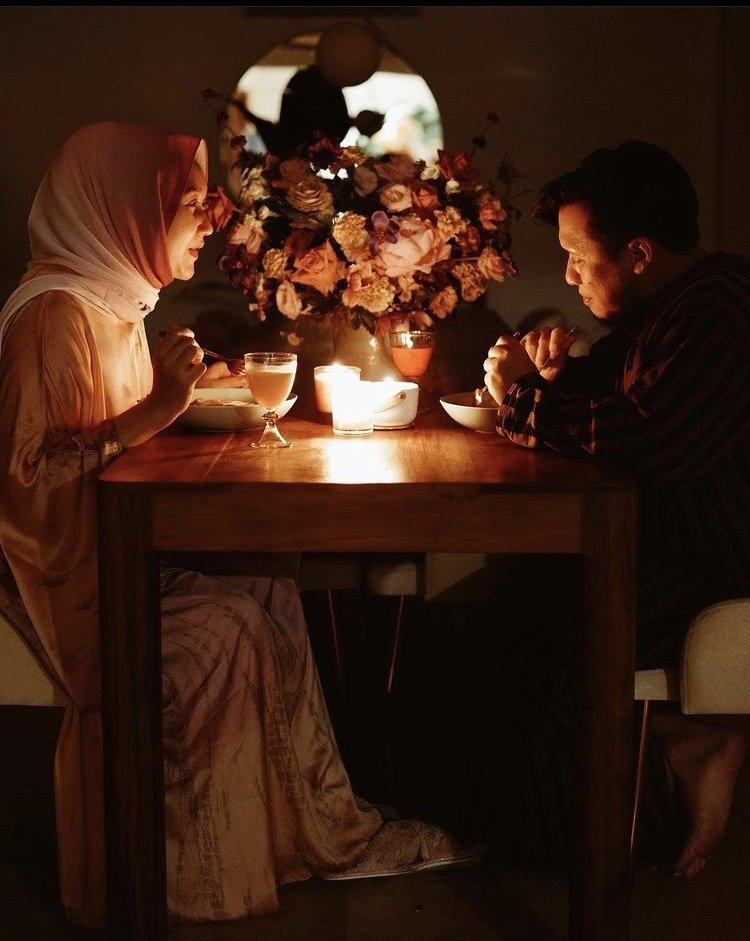 Dian Pelangi Makan Romantis Rayakan Pernikahan.jpg