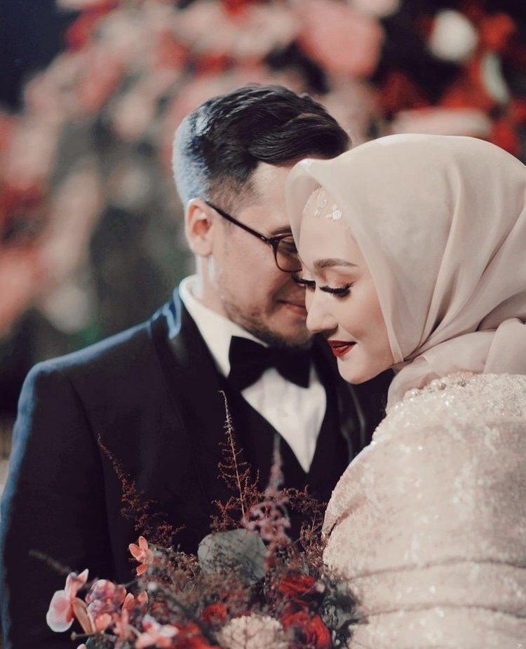 Dian pelangi genap 1 tahun pernikahan.jpg
